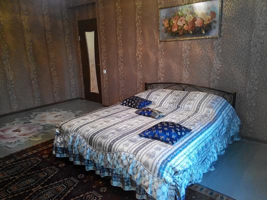 2-комнатная квартира посуточно в Славянске. ул. Льва Толстого, 8. Фото 1