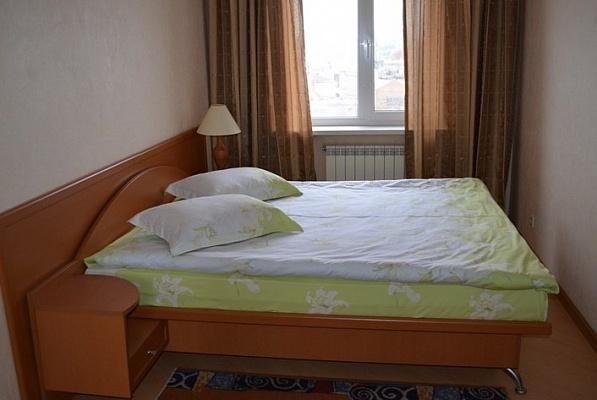 2-комнатная квартира посуточно в Мариуполе. ул. Строителей, 87. Фото 1