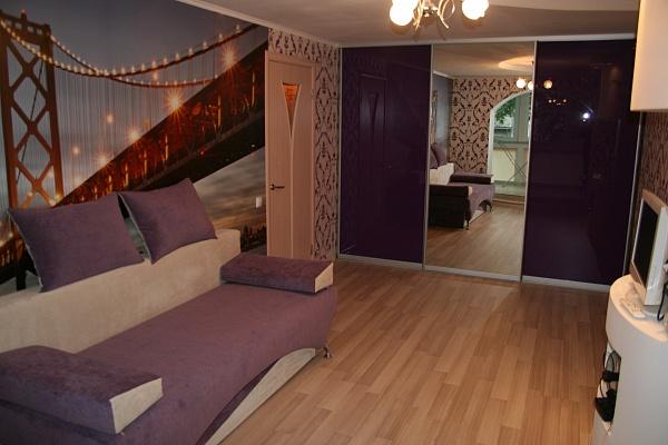 1-комнатная квартира посуточно в Луганске. Ленинский район, ул. Курчатова, 15. Фото 1