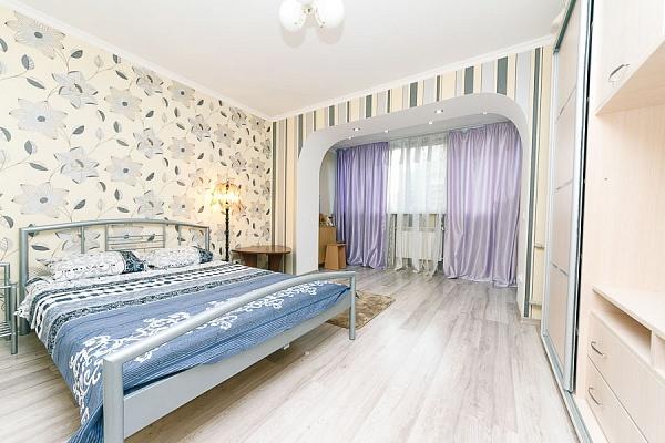 2-комнатная квартира посуточно в Киеве. Голосеевский район, ул. Антоновича, 102. Фото 1