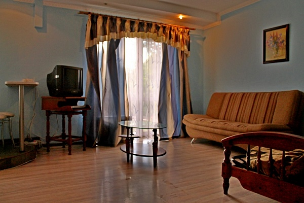 2-комнатная квартира посуточно в Черкассах. ул. Припортовая (Героев Сталинграда), 25. Фото 1