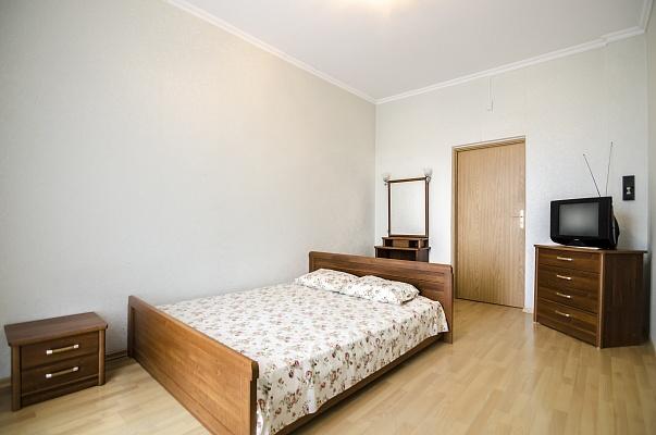 2-комнатная квартира посуточно в Львове. Галицкий район, ул. Черновола, 1. Фото 1