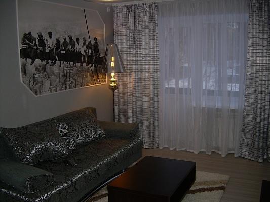 2-комнатная квартира посуточно в Запорожье. Орджоникидзевский район, ул. Сталеваров, 23. Фото 1