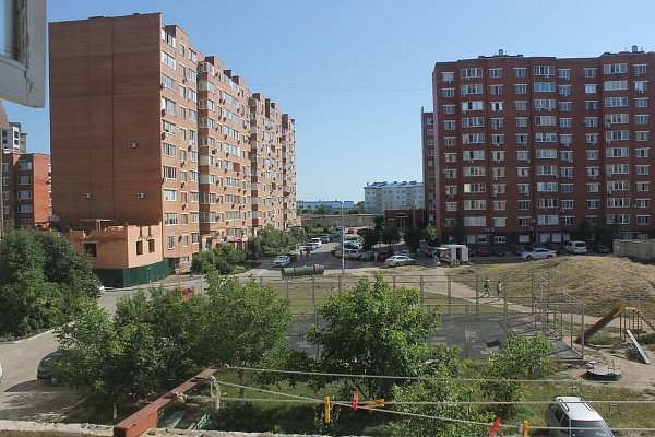 3-комнатная квартира посуточно в Ильичёвске. Пригород район, ул. Героев Сталинграда, 1. Фото 1