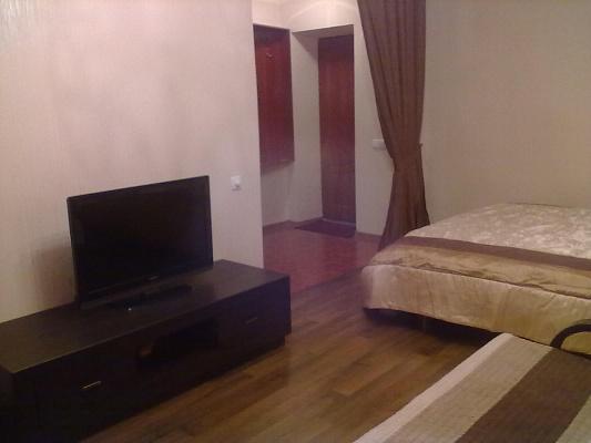 1-комнатная квартира посуточно в Донецке. Ворошиловский район, пр-т Ильича, 8. Фото 1