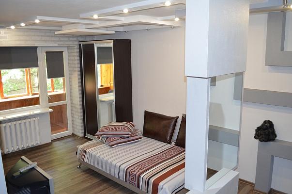 1-комнатная квартира посуточно в Днепропетровске. Красногвардейский район, ул. Рабочая, 83. Фото 1