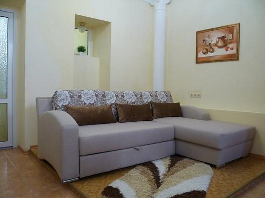 2-комнатная квартира посуточно в Севастополе. Ленинский район, ул. Ленина, 47. Фото 1