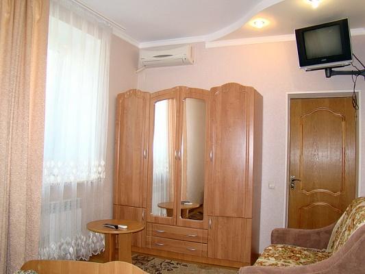 Мини-отель  посуточно в Бердянске. ул. Энгельса, 91. Фото 1