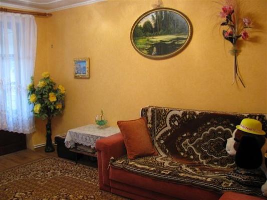 2-комнатная квартира посуточно в Севастополе. Гагаринский район, ул. Репина , 32. Фото 1