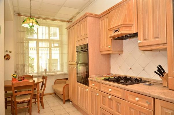 3-комнатная квартира посуточно в Киеве. Подольский район, Андреевский спуск , 2-Б. Фото 1