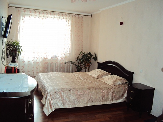 2-комнатная квартира посуточно в Киеве. Дарницкий район, ул. Драгоманова, 1. Фото 1