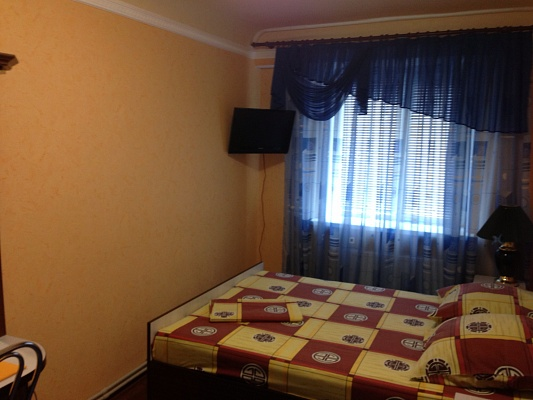 2-комнатная квартира посуточно в Никополе. ул. Каштановая, 56. Фото 1