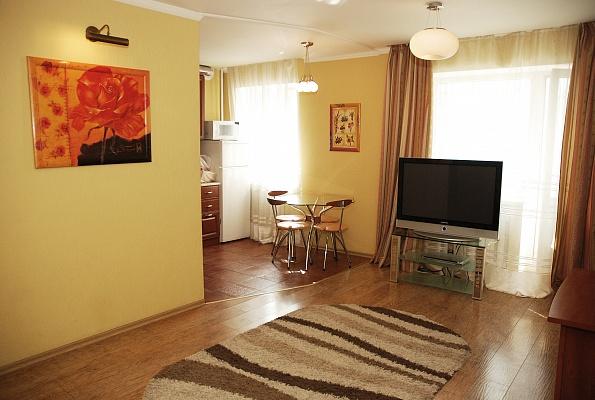 2-комнатная квартира посуточно в Донецке. Киевский район, ул. Университетская , 67. Фото 1