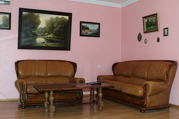 3-комнатная квартира посуточно в Донецке. Ворошиловский район, б-р Пушкина, 31. Фото 1