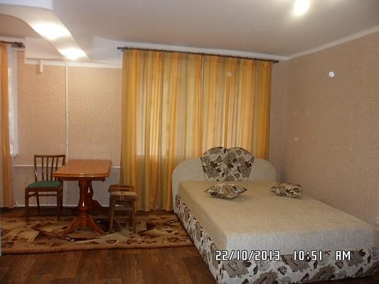 2-комнатная квартира посуточно в Северодонецке. ул. Федоренко, 49. Фото 1