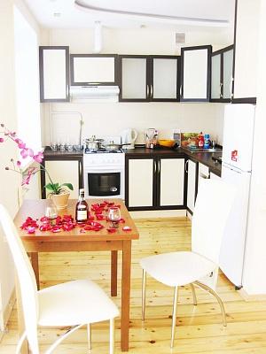 1-комнатная квартира посуточно в Ивано-Франковске. ул. Академика Сахарова. Фото 1
