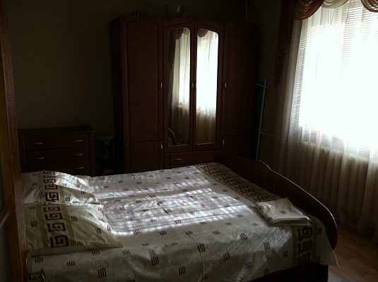 2-комнатная квартира посуточно в Днепродзержинске. пр-т Комсомольский, 27. Фото 1