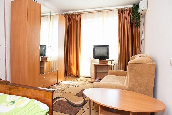 1-комнатная квартира посуточно в Симферополе. Киевский район, ул. Куйбышева, 29. Фото 1