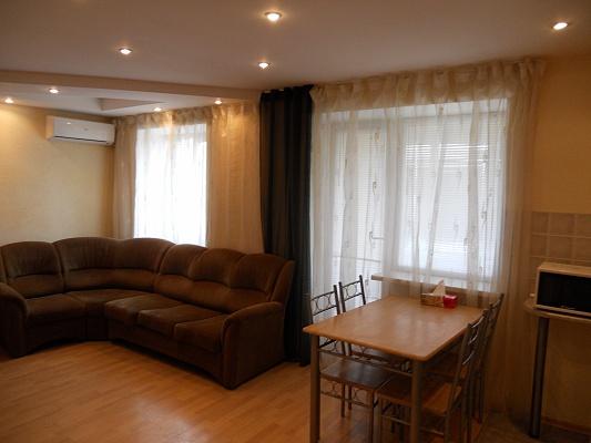 2-комнатная квартира посуточно в Луганске. Ленинский район, ул. Сент-Этьеновская, 21. Фото 1