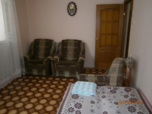 1-комнатная квартира посуточно в Алуште. ул. Юбилейная, 16. Фото 1