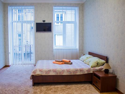 1-комнатная квартира посуточно в Львове. Галицкий район, ул. Дорошенко, 35. Фото 1