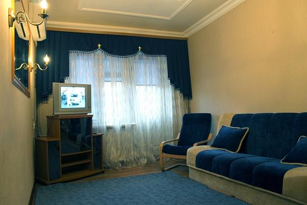 2-комнатная квартира посуточно в Полтаве. Киевский район, ул. Ватутина, 3 А. Фото 1