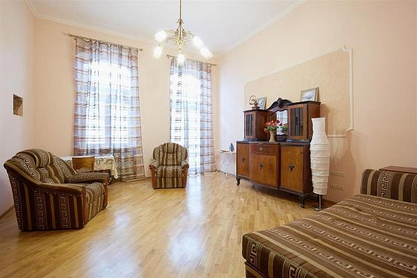 3-комнатная квартира посуточно в Львове. Галицкий район, пл. Соборная, 2. Фото 1