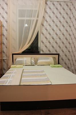 1-комнатная квартира посуточно в Сумах. Ковпаковский район, ул. Шевченко, 7. Фото 1