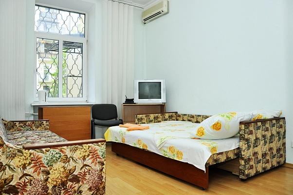 1-комнатная квартира посуточно в Киеве. Голосеевский район, ул. Саксаганского, 25а. Фото 1