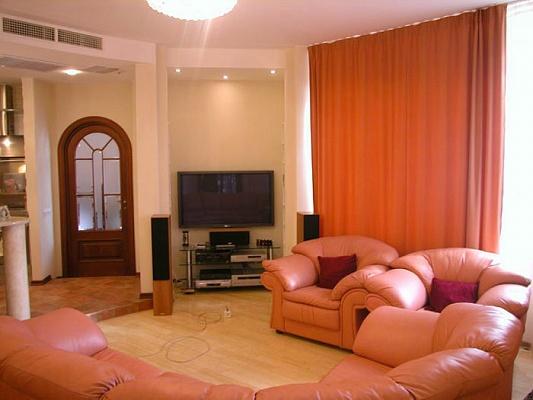 3-комнатная квартира посуточно в Алуште. ул. Ленина, 30. Фото 1