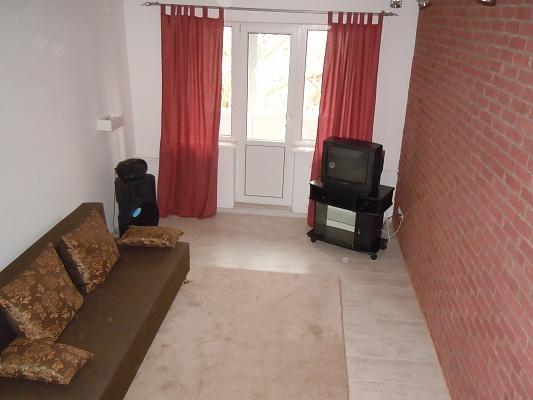 2-комнатная квартира посуточно в Донецке. Куйбышевский район, пр-т Панфилова, 118. Фото 1