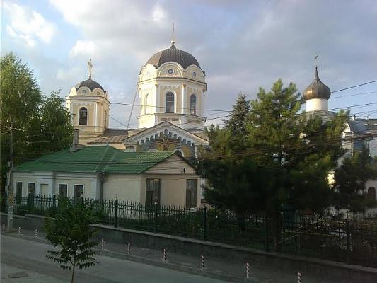 2-комнатная квартира посуточно в Симферополе. Центральный район, ул. Одесская, 15. Фото 1
