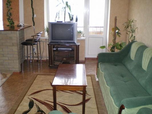 3-комнатная квартира посуточно в Луганске. Ленинский район, ул. Красная площадь, 1. Фото 1
