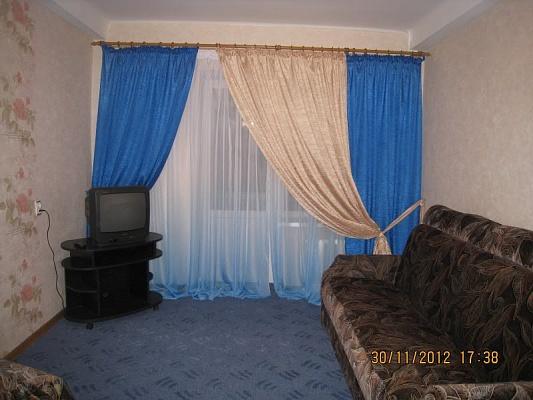 1-комнатная квартира посуточно в Симферополе. Киевский район, ул. Лизы Чайкиной, 7. Фото 1