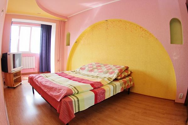 2-комнатная квартира посуточно в Донецке. Киевский район, ул. Артема б, 154. Фото 1