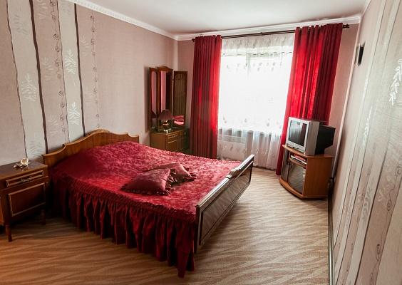 1-комнатная квартира посуточно в Новой Каховке. ул. Парижской коммуны, 9. Фото 1