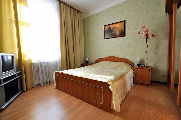 2-комнатная квартира посуточно в Николаеве. Центральный район, ул. Большая Морская, 65. Фото 1