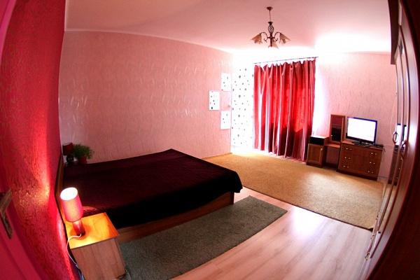 2-комнатная квартира посуточно в Кировограде. Ленинский район, ул. Яновского, 59. Фото 1