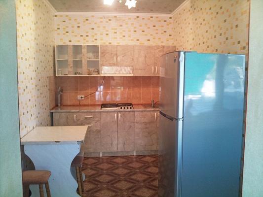 2-комнатная квартира посуточно в Евпатории. ул. Татарская, 86. Фото 1
