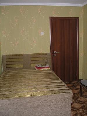 2-комнатная квартира посуточно в Днепропетровске. Кировский район, Красный Камень, 5. Фото 1