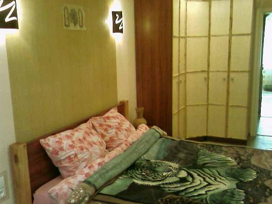 2-комнатная квартира посуточно в Кривом Роге. Саксаганский район, ул. Рокоссовского, 8. Фото 1