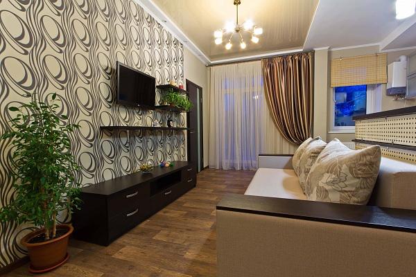 2-комнатная квартира посуточно в Чернигове. Деснянский район, пр-т Мира, 21. Фото 1