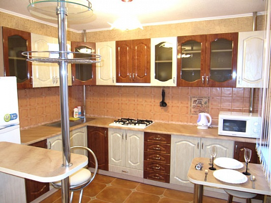 2-комнатная квартира посуточно в Донецке. Ворошиловский район, ул. Челюскинцев, 117а. Фото 1
