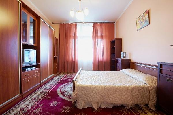 1-комнатная квартира посуточно в Львове. Галицкий район, ул. Б. Хмельницкого, 11. Фото 1