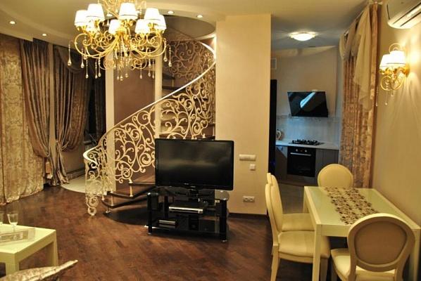 3-комнатная квартира посуточно в Одессе. Приморский район, пл. Соборна, 8. Фото 1