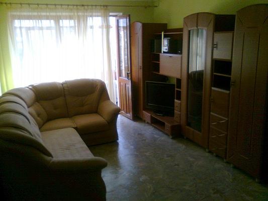 1-комнатная квартира посуточно в Симферополе. Центральный район, ул. Горького, 14. Фото 1