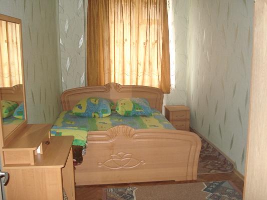 2-комнатная квартира посуточно в Луганске. Артёмовский район, пл.Героев ВОВ, 7. Фото 1