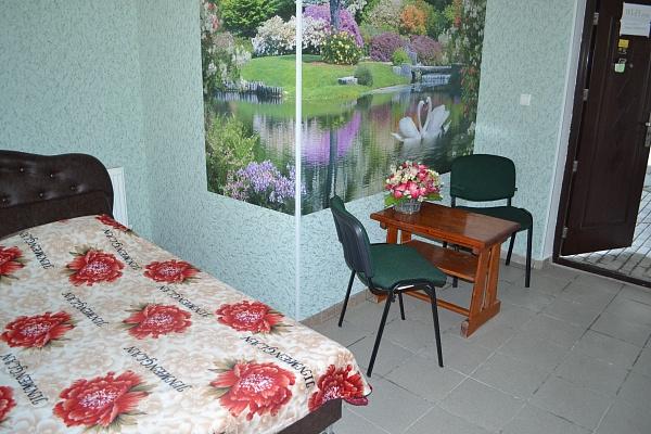 1-комнатная квартира посуточно в Симферополе. Железнодорожный район, ул. Глухова, 17. Фото 1