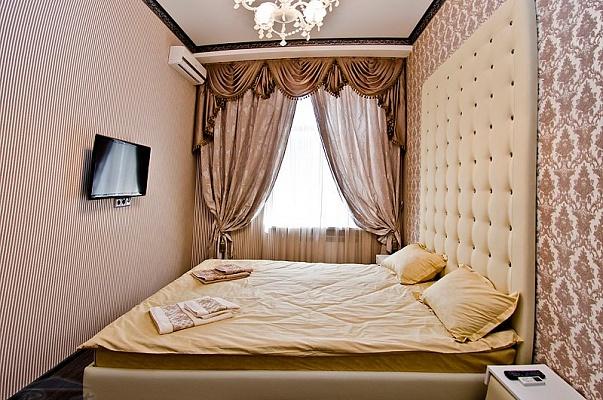 2-комнатная квартира посуточно в Киеве. Печерский район, ул. Крещатик, 15. Фото 1