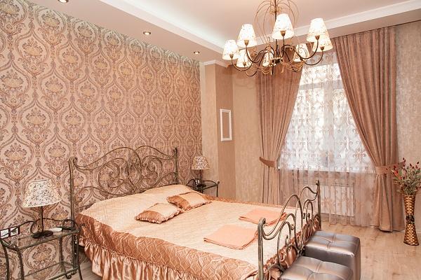 2-комнатная квартира посуточно в Днепропетровске. Бабушкинский район, пр-т Д.Яворницкого (Карла Маркса), 67. Фото 1